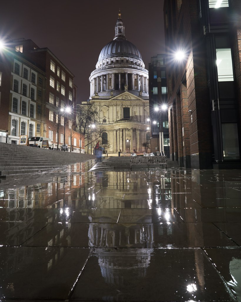 London is pretty on cold rainy nights